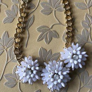 NWOT Banana Republic flower necklace